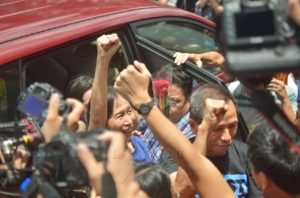 JASIG holders Benito and Wilma Tiamzon are freed on bail. Photo by Bulatlat